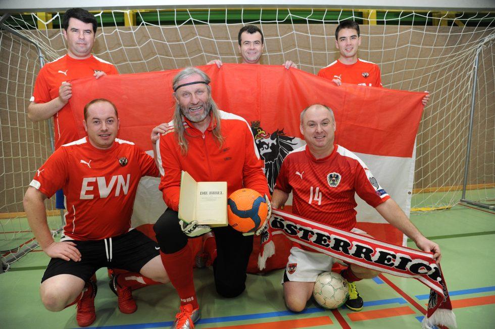 3 Faches Halleluja Priesterfussballnationalteam Bereit Fur